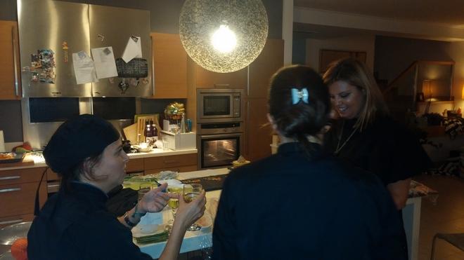 Πριν σερβιρηστούν τα πιάτα, οκιμάζουμε το menu και μοιραζόμαστε μυστικά...