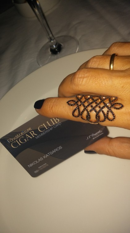 Toys for boys! Η νέα -φανταστική- κάρτα του Cigar Club...
