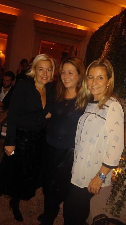 Μαρίνα Κουταρέλλη, Ιωάννα Αλεξάτου, Ηρώ Σιγάλα. Η παρέα μαζεύεται σιγά σιγά γύρω από το τζάκι...