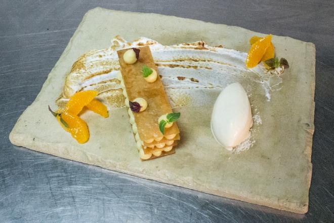Τα εσπεριδοειδή: μιλφειγ λεμονιού, φιλέτο πορτοκαλιού και παγωτό από grand marnier...