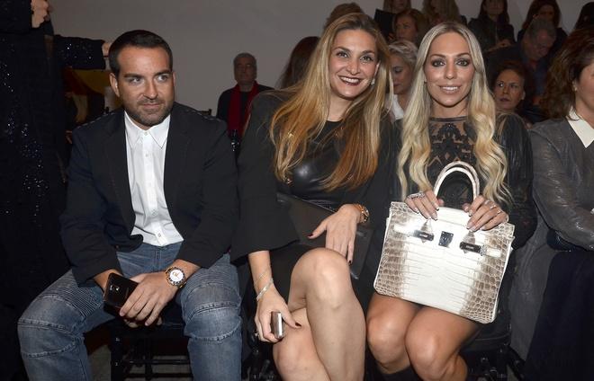 Ο Γιώργος Πετρούλιας της LUXURY TOYS με την Ελίνα Μπακατσέλου και την Ρόη Αποστολοπούλου