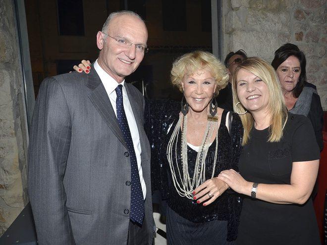 Η Ζωή Λάσκαρη με τον πλαστκό χειρούργο, Στέφανο Χαλκίτη και την Μαρία Παπαδοπούλου