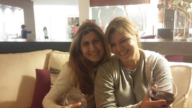 Με την Δέσποινα Πολυχρονοπούλου, η οποία, μαζί με τον Βλάσση, έχει στήσει έναν κανονικό παράδεισο στα Τρίκαλα Κορινθίας! Βράδυ Πέμπτης, μπροστά στο τζάκι...