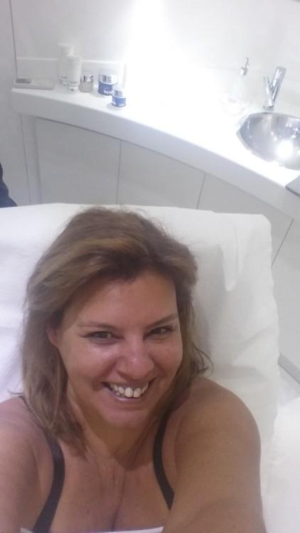 """Μία selfie στην κακοποιημένη από την κούραση και το στρες επιδερμίδα μου για να κάνω το γνωστό τεστ """"Before & After""""..."""
