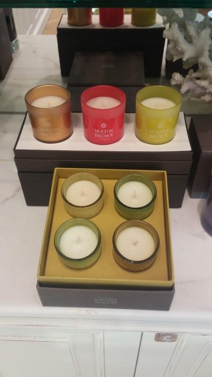 Τα κεριά της Molton Brown σε εορταστικά αρώματα...