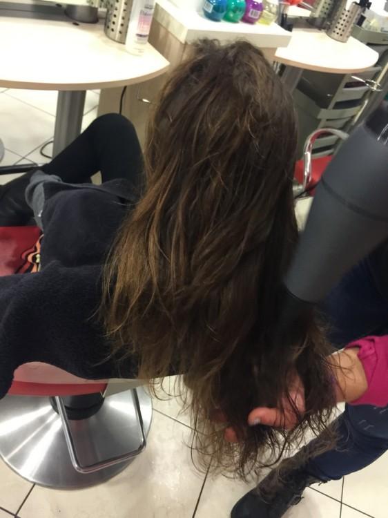Φωτογραφίζω για άλλη μία φορά τα υπέροχα μαλλιά της...Δεν τα ανέχεται άλλο πάνω της όταν γνωρίζει πως κάποια άλλα παιδιά δεν έχουν καθόλου μαλλιά...