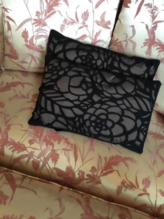 Μαξιλαράκια για τον καναπέ. Καλά, εγώ γενικά έχω μία τρέλα και αλλάζω συνέχεια μαξιλαράκια. Για να μην βαριόμαστε...