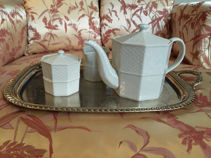 Και το three pieces Tea Set! 45 ευρώ το σετ...
