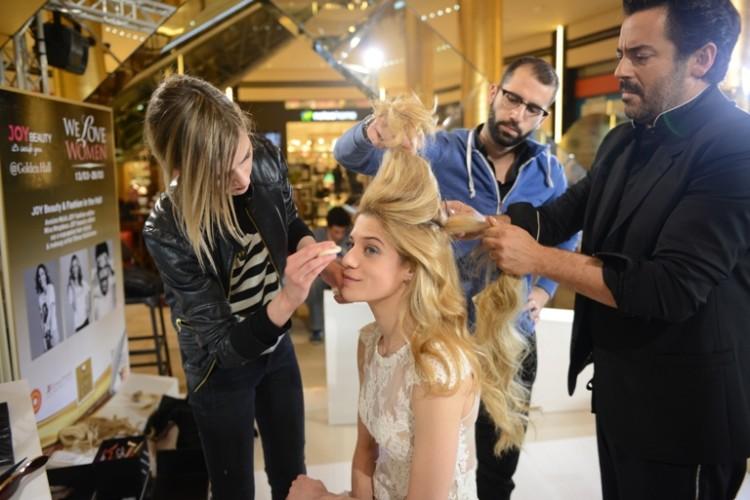 Ο hair stylist & make up artist, Πάνος Καλλίτσης, μεταμορφώνει την Τζένη Θεωνά σε εντυπωσιακή νύφη, με έμπνευση από τα 60s.