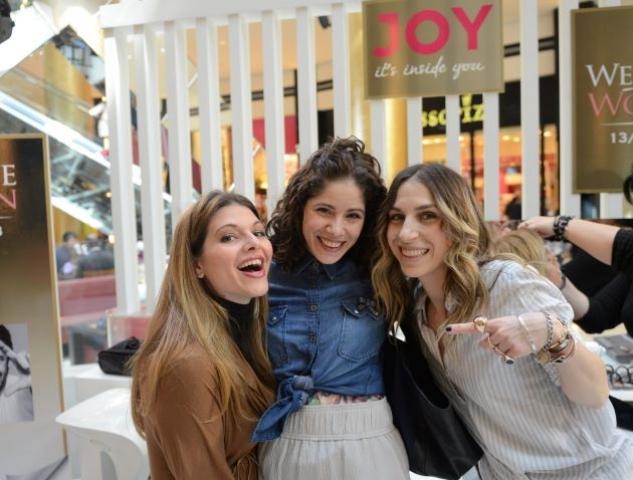 Η Fashion Editor του JOY, Αννούσα Μελά στο Fashion Stage με επισκέπτριες του Golden Hall
