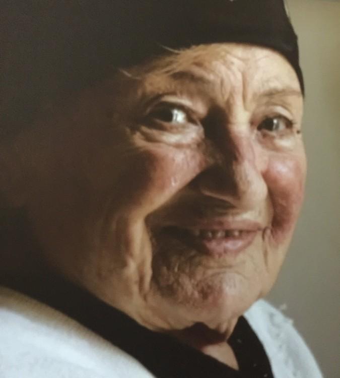 Η γιαγιά μας χαμογελάει μέσα από το βίντεο...
