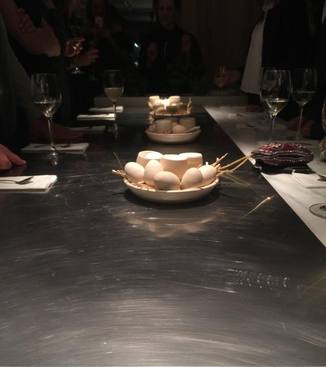 Που δεν το δοκιμάζουμε στο τραπέζι του All Senses Gastronomy, αλλά στην κουζίνα του. Όρθιοι...