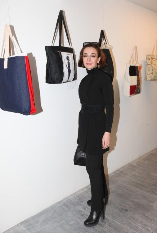 Η αγαπημένη μου Άντρια Παπαδοπούλου μπροστά στην πανέμορφη τσάντα της