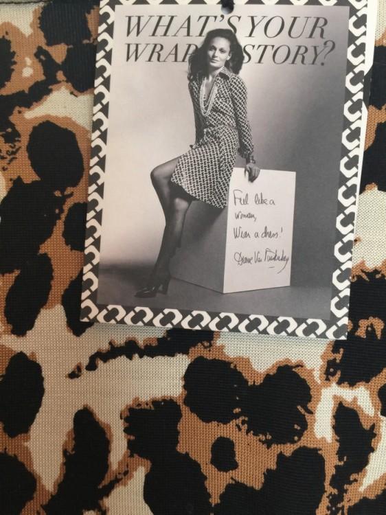"Diane, βγάλε με ΚΑΙ σήμερα ασπροπρόσωπη!! Το dress code των Δημοπρασιών και ανάλογων εκδηλώσεων απαγορεύει τα μακριά φορέματα και τα ""look  πίστας""...Και η Diane Von Furstenberg ξέρει καλύτερα από όλους τι πρέπει να φορέσω σήμερα το βράδυ! Και πρέπει Wrap Dress!!! Love at first sight..."
