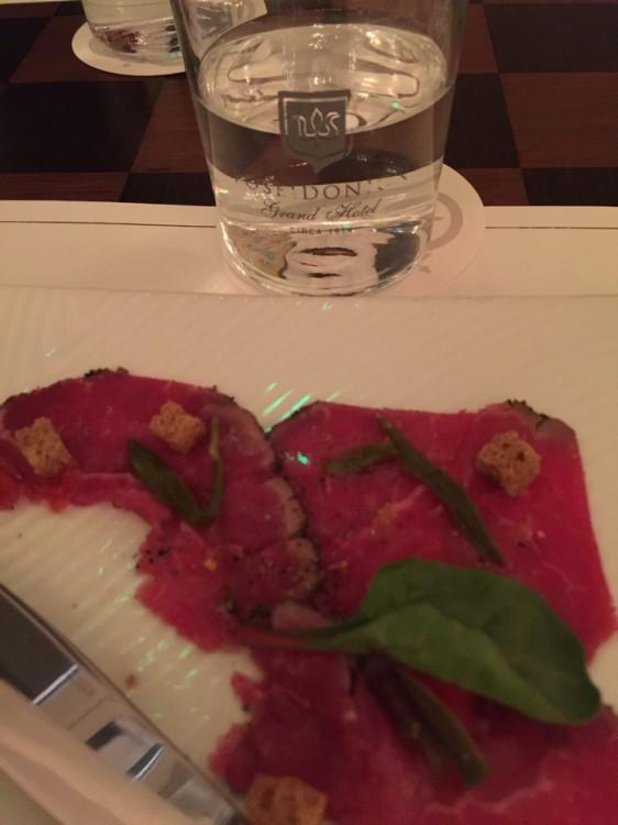 Όλα όσα χρησιμοποιεί στο menu του ο Μαρμαρινός έχουν άρωμα Ελλάδας, και δη Σπετσών...
