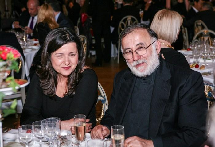 Ο Θάνος Μικρούτσικος με τη σύζυγό του Μαρία Παπαγιάννη γιόρτασαν την επέτειο του γάμου τους στους Χρυσούς Σκούφους