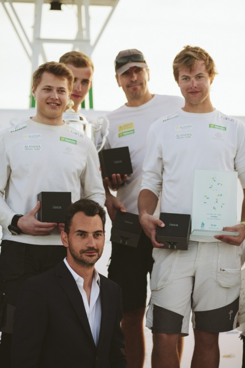 Ο Λεωνίδας Ζησιάδης με τον νικητή του SANI CUP,  την ομάδα Alandia GP Batteries από τη Φιλανδία με κυβερνήτη τον Staffan Lindberg