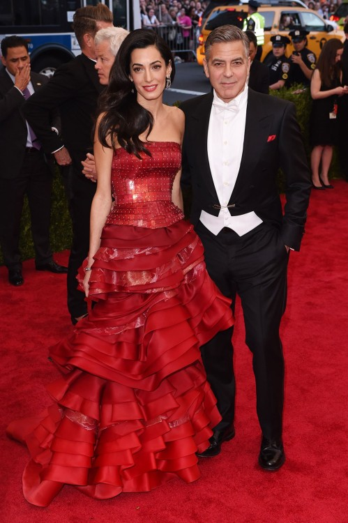 Amal & George Clooney. Η so hot right now Amal επέλεξε Maison Margiela