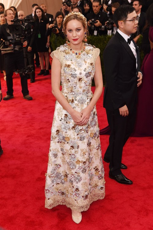 H Brie Larson με Dolce & Gabbana