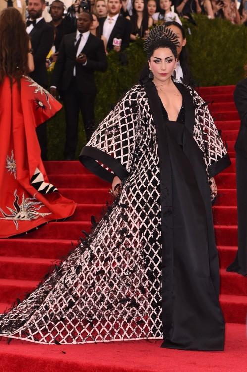 Η Lady Gaga με Balenciaga
