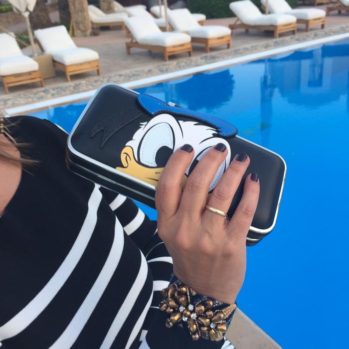 """Το clutch της Pinko με τον αγαπημένο μου Donald και το custom """"Fay"""" bracelet από την Antonia Karra-Makios, ολοκληρώνουν το outfit..."""