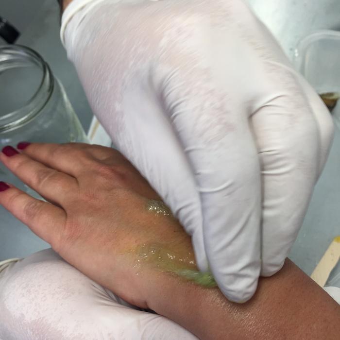 Από το σαλιγκάρι στο χέρι μου! Η βλέννα του σαλιγκαριού αυξάνει την παραγωγή του κολλαγόνου, αυξάνει την σύσφιξη και την πυκνότητα του δέρματος, ενώ μειώνει το βάθος και τον όγκο των ρυτίδων!