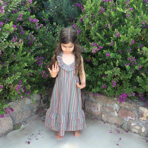 Το αγαπημένο ελληνικό brand παιδικών ρούχων και αξεσουάρ MissFlamingo επιστρέφει αυτό το καλοκαίρι με την πιο πρωτότυπη, χαρούμενη συλλογή για τους λιλιπούτιους πρωταγωνιστές της ζωής μας! Τα δημοφιλή φούτερ με την κουκούλα δεινοσαύρου ή μονόκερω, η συλλογή με τα μοναδικά κοριτσίστικα φορέματα, τα κολάν από ελαστική δαντέλα, τα T-shirts και τα φορμάκια με τα παιχνιδιάρικα prints ζωγραφισμένα στο χέρι –που μπορούν μάλιστα να προσωποποιηθούν με το όνομα του μωρού-, αλλά και τα φανταστικά αξεσουάρ –από χειροποίητες κορδελίτσες για τα μαλλιά, τιράντες με παπιγιόν για τα αγοράκια και διακοσμητικά φτερά για τα σνίκερς, αποτελούν μόνο μερικά από τα ξεχωριστά αντικείμενα, τα οποία οι fabulous μαμάδες επιλέγουν για τους μικρούς fabulous θησαυρούς τους και οι ενημερωμένες fashionistas για δώρα σε φίλους, μέσα από το www.missflamingo.gr.