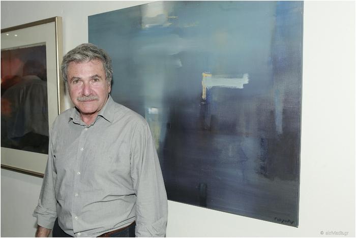 Ο ζωγράφος Γιάννης Αδαμάκος με το έργο του « 9 Lumen IE»