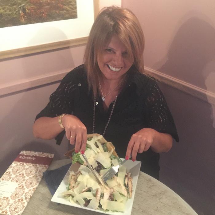 Και επιλέγω μία Caesar's Salad!!!!