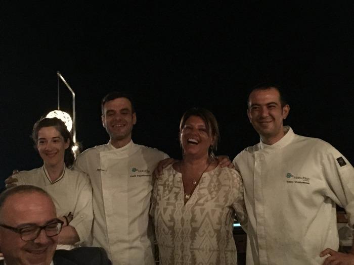 Τα χειροκροτήματα μας στον σεφ και στην ομάδα του...