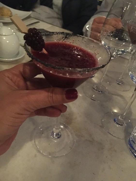 Το Martini Bar του εστιατορίου Matsuhisa Athens ανανεώθηκε. Ένας ολοκαίνουριος χώρος σας περιμένει στο εξωτερικό επίπεδο του εστιατορίου, προσφέροντας ανεπανάληπτη θέα στην καρδιά της Αθηναϊκής Ριβιέρας. Η φιλοσοφία του Martini bar τα τελευταία έξι χρόνια, βασίζεται στο να προσφέρει μοναδικά κοκτέϊλ με ιδιαίτερες τεχνικές αλλά και homemade λικέρ, σιρόπια και άλλες ελληνικές πρώτες ύλες, ενώ σταθερά πρωταγωνιστούν στη λίστα  και οι δημιουργίες του παγκοσμίου φήμης mixologist Dale De Groff, δημιουργού του Cosmopolitan. Επιλέξτε ένα από τα signature cocktail «Green Tea Mojito» και «Blue Moon» με ρούμι και βότκα αντίστοιχα, ή το εξαιρετικό «Yuzu Bee» για τους λάτρεις της τεκίλας...