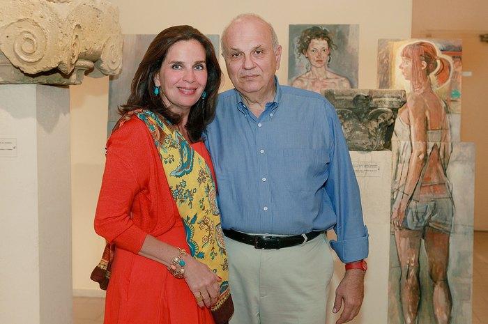 Η ιστορικός της τέχνης, Διευθύντρια της Γκαλερί CITRONNE, Τατιάνα Σπινάρη Πολλάλη, με τον σύζυγο της, Καθηγητή Αρχιτεκτονικής του Harvard και President του Κολεγίου Αθηνών-Ψυχικού, Σπύρο Πολλάλη