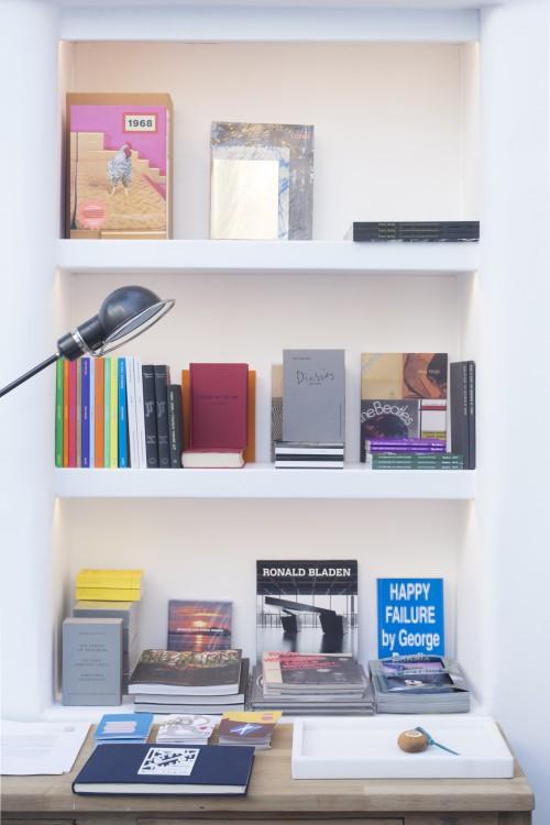 Τα βιβλία του Ιδρύματος ΔΕΣΤΕ και του βιβλιοπωλείου OMMU