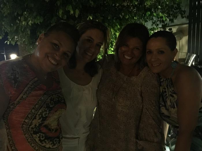 Το προσφέρω στις φίλες μου Ναλίτα Καρρέρ, Κατερίνα Παπαγεωργίου-Αντωνιάδη και Τζίνα Θανοπούλου