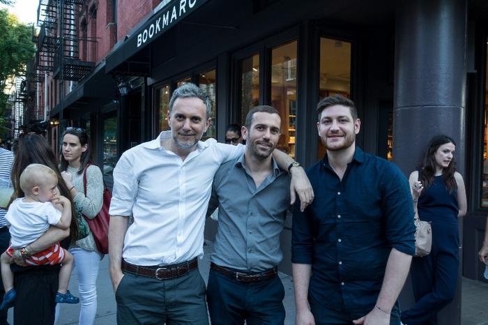 O συγγραφεας Ιωανης Παππος με τον σκηνοθετη Κωνσταντινο Βενετοπουλο και τον σεφ της Arianna Huffington Γιαννη Τομπα