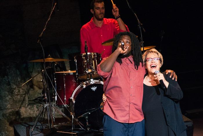 Δήμητρα Γαλάνη & Imam Baildi Τραγουδούν για τους σκοπούς της Ένωσης «Μαζί για το Παιδί»
