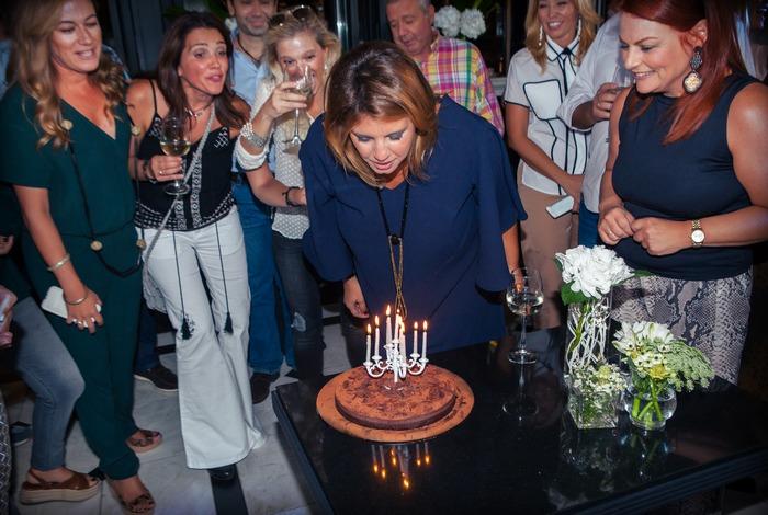 The cake! Σε συγκλονιστική συνταγή της Γκρατσιέλας κεφαλογιάννη! Χωρίς γλουτένη, χωρίς ζάχαρη! Έχουμε και κάποια ηλικία...χαχαχα!!! Χρόνια πολλά!