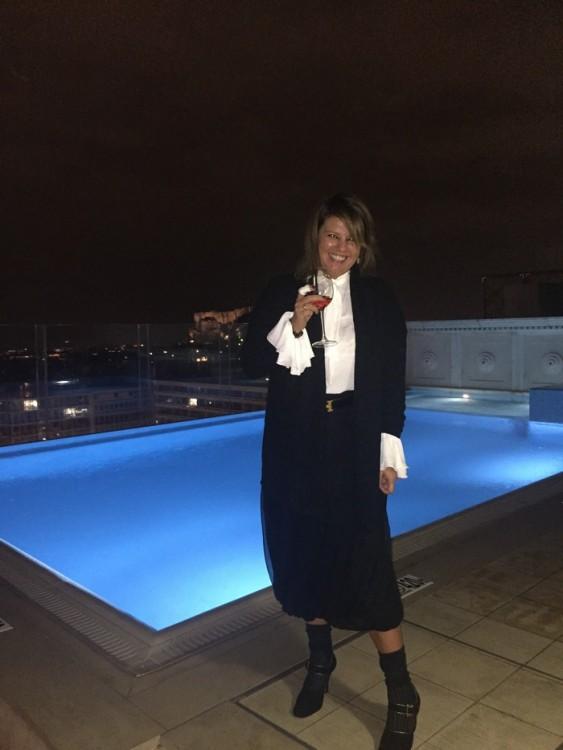 Πίνοντας Dom Perignon Rose 2003, στην Penthouse Suite, κάτω από την βροχή...Καθημερινά πράγματα...