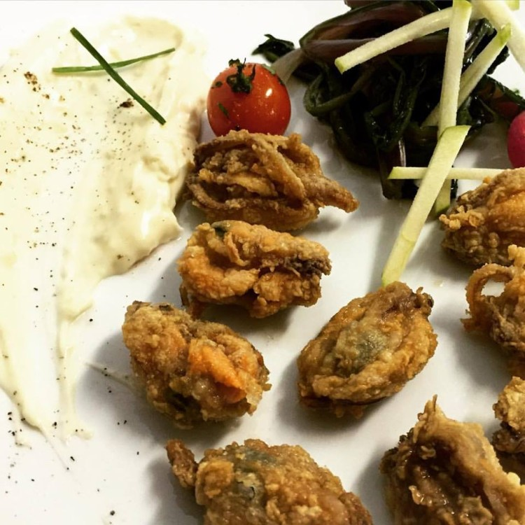 Fresh Mussels from Thermaikos fried with hazelnut oil!