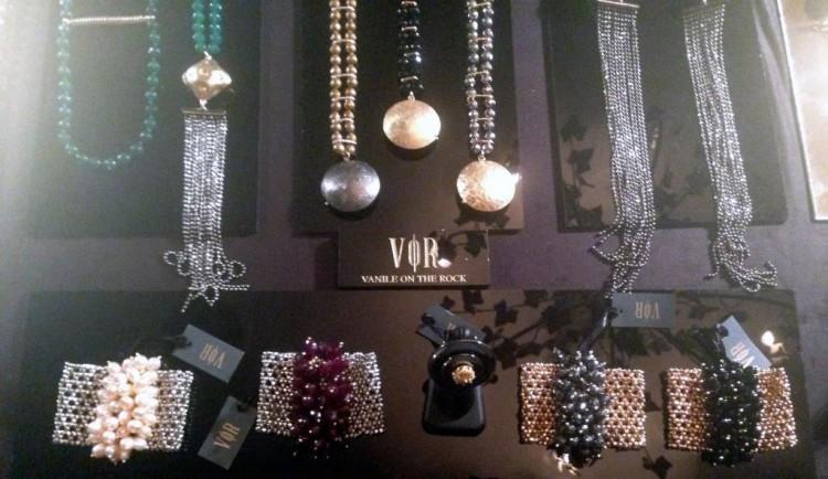 Ναι, το Βανεσσάκι μας δημιουργεί τα πιο όμορφα κοσμήματα που φοράμε όλες μας φανατικά!