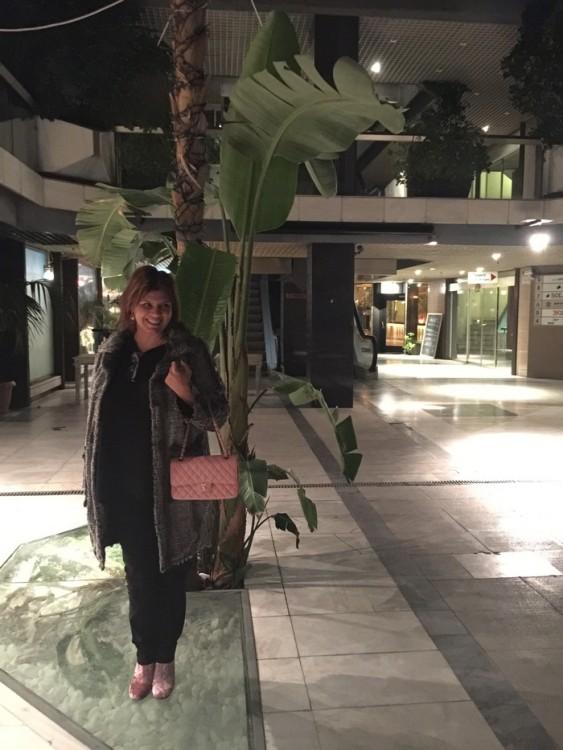 Κάποια ώρα μετά τα μεσάνυχτα, στο Εμπορικό Κέντρο Lemos...