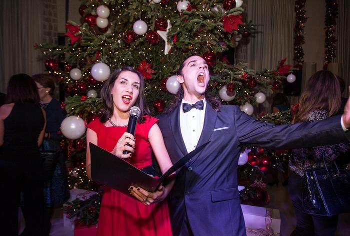 Λήδα Δημητριάδη - Σοπράνο, Αγγελος Χονδρογιάννης βαρύτονος που τραγουδούν με φόντο το Χριστουγεννιάτικο δέντρο του Αστέρα)