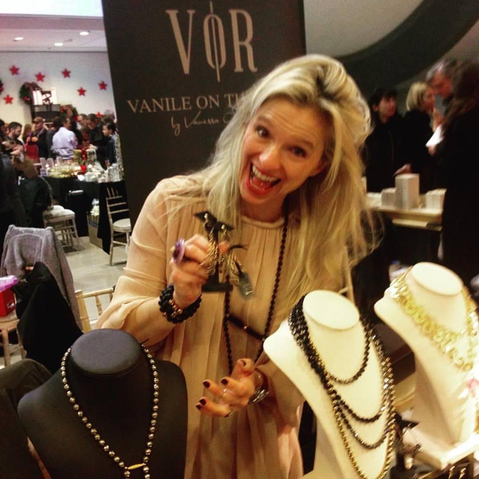 Η Βανέσσα Γερουλάνου στο εντυπωσιακό corner της Vanile on the Rock!