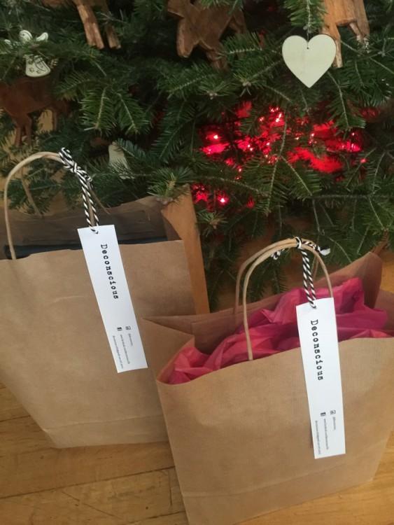Σήμερα το πρωί, κάτω από το δέντρο μας, δίπλα στα υπόλοιπα δώρα...
