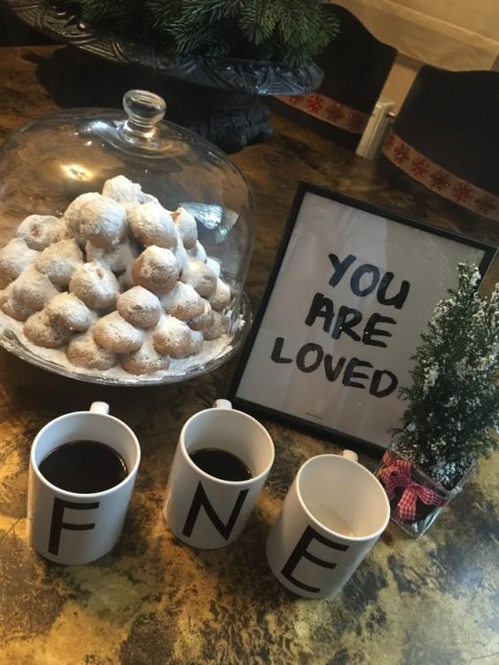 Γάλα για την Ελμίνα, καφές για τον Νικόλα και εμένα, κουραμπιέδες για όλους!
