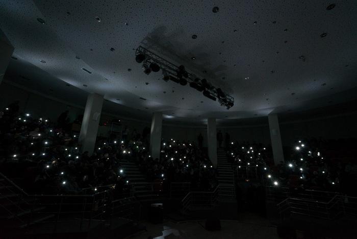 Το Αμφιθέατρο κατά την προβολή του 1ου επεισοδίου «The X-Files»