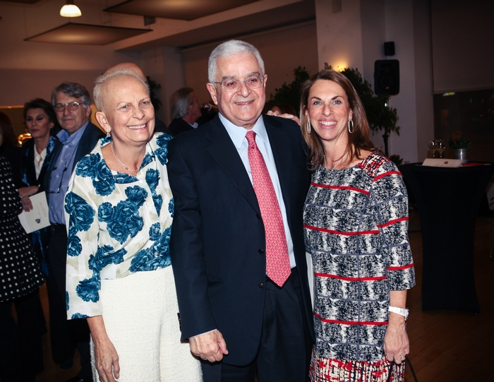 Έρρικα Οικονόμου, ειδική Γραμματέας της Ένωσης «Μαζί για το Παιδί», τιμώμενη με το βραβείο «Μάθημα Ζωής», Ιωάννης Παπαδάτος, Σύμβουλος ΔΣ Ένωσης «Μαζί για το Παιδί», Μαριλένα Μηναϊδη, Αντιπρόεδρος Κ.Ε.Α. ΧΑΡΑ