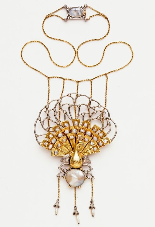 Chain necklace with peacock pendant by C R Ashbee, England, 1901. Museum no. M.23-1965