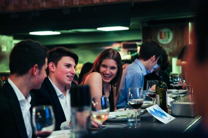 Νεαροί εθελοντές του Safe Water Sports, μαθητές Κολλεγίου Αθηνών-Κολλεγίου Ψυχικού Ιδρύματος