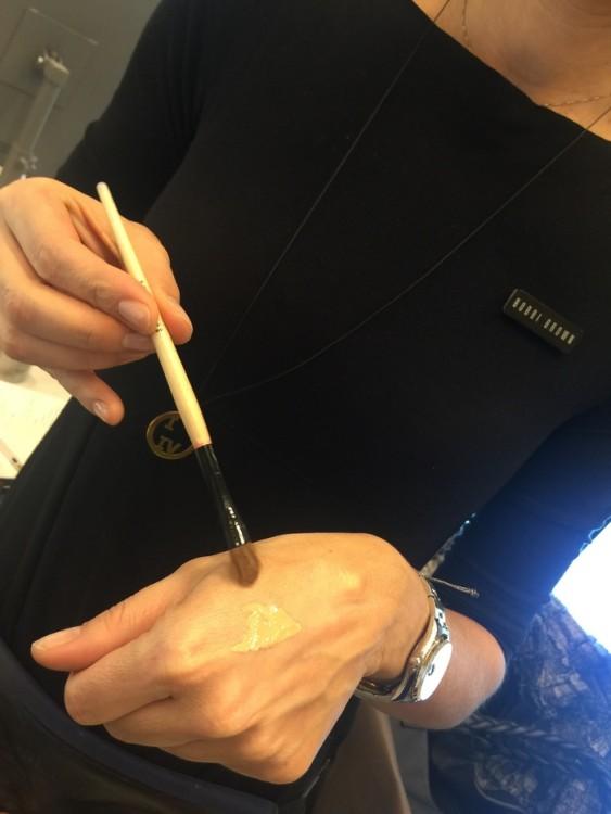 Επιλέγουμε το σωστό χρώμα για την επιδερμίδα μου. Φοράω το Intensive Skin Corrector Light Bisque & Intensive Concealer Warm Beige...